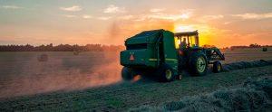 Imagem de capa - Trator em uma plantação - Tecnologia no agronegócio: sua empresa está segura?